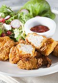 Fried chicken with salad and sauce.